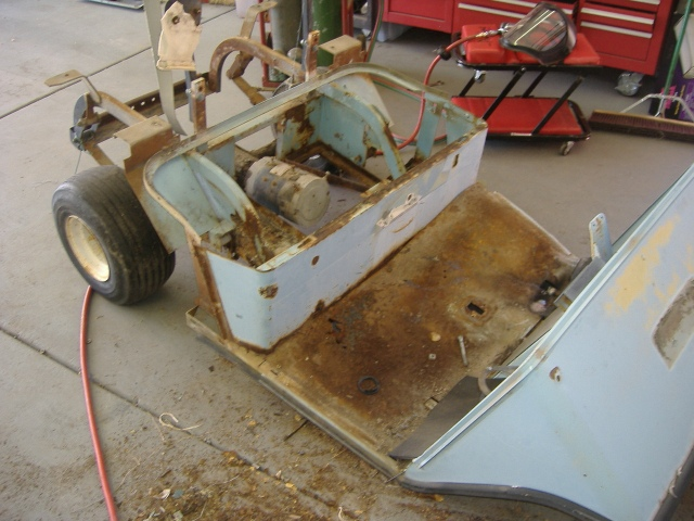 Golf cart motor arrangement